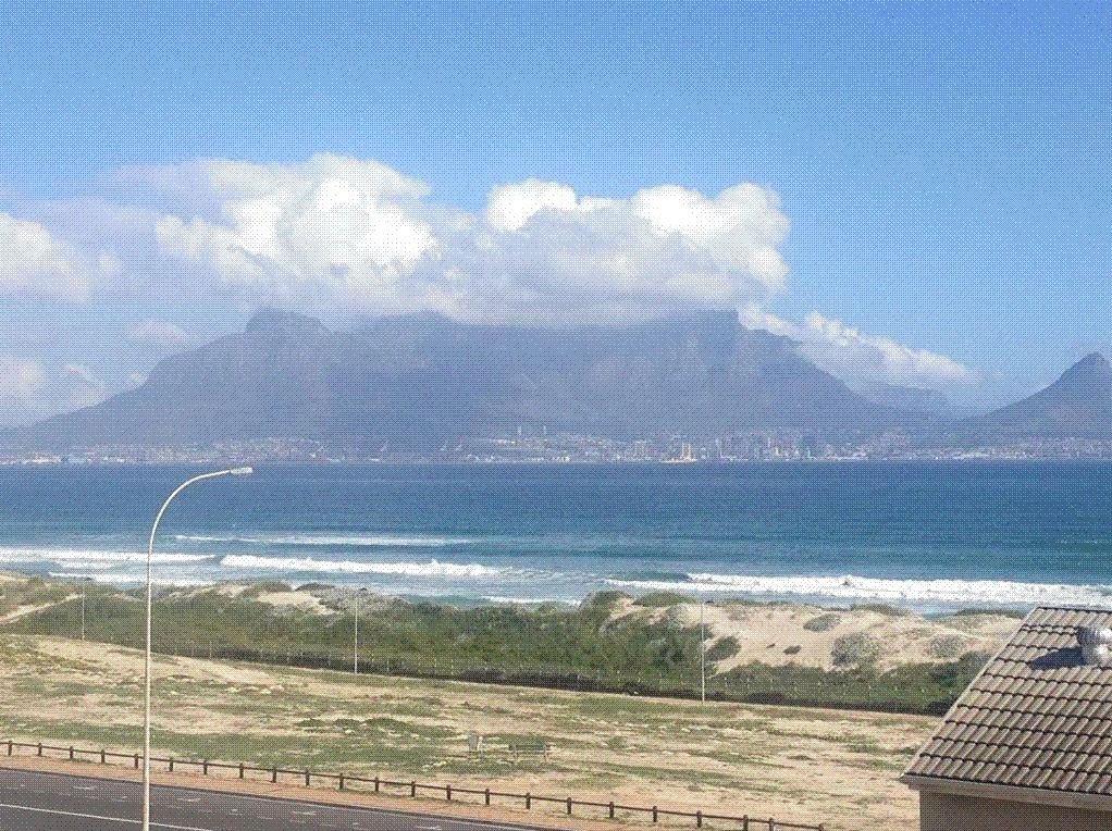 One bedroom apartment, secure on the 4th floor with amazing sea views on the oceans doorstep - http://www.commercialpeople.co.za/listing/189180914102816/