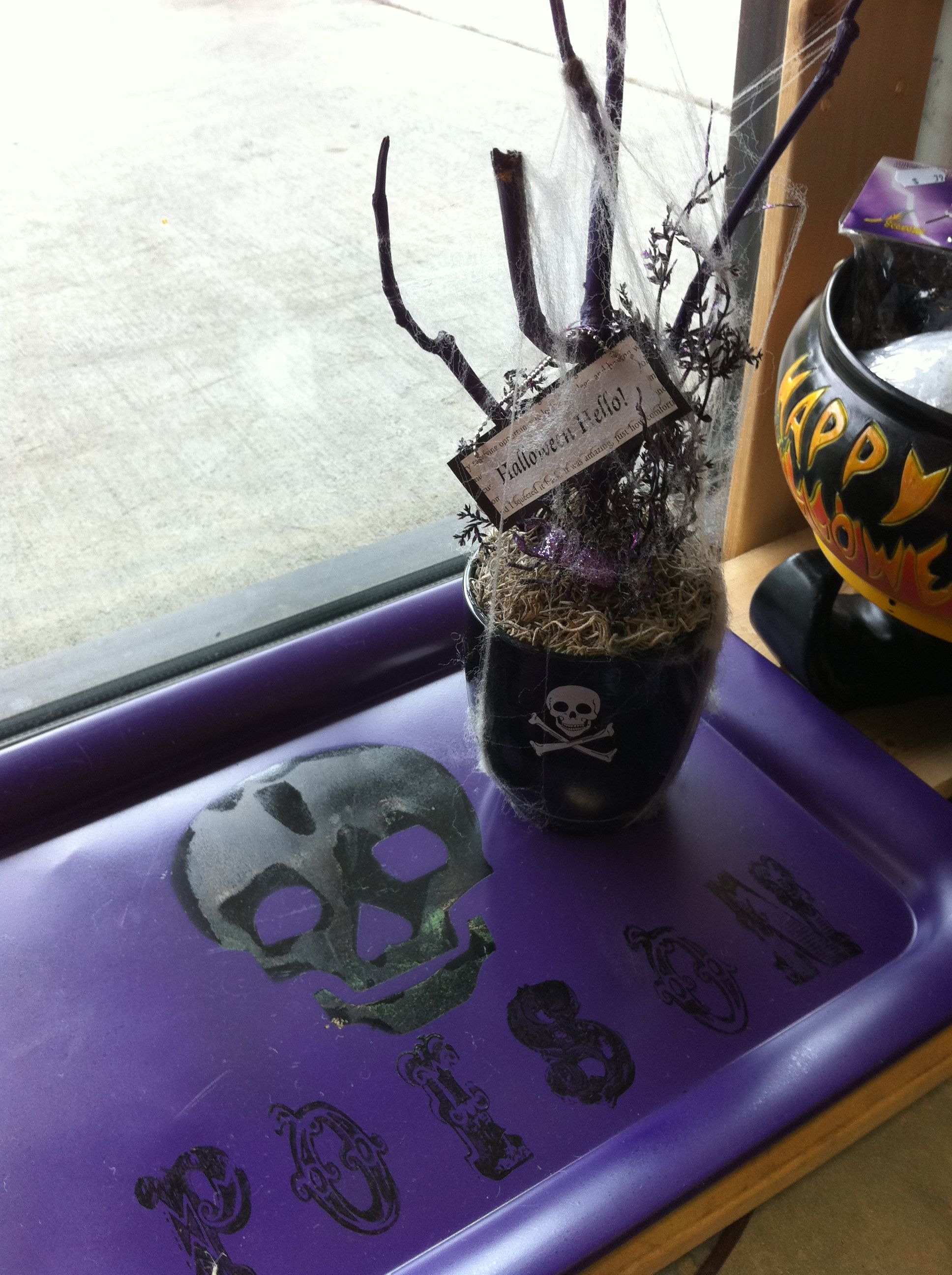 Little centerpiece and a tray for any Halloween party!