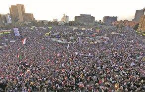 الإعلان عن إستشهاد شاب ثان في إشتباكات قصر الرئاسة المصري Egypt
