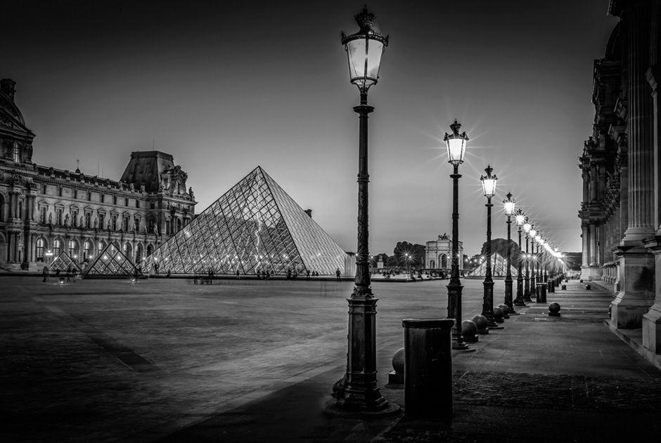 Der Louvre bei Nacht