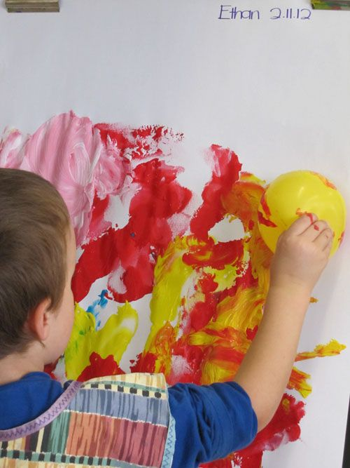 ilmapalloilla maalaus, paperit seinille?