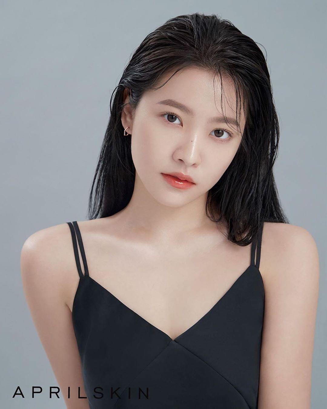 19k Likes 559 Comments Yeri Yerimiese On Instagram Aprilskin Korea Red Velvet Red Velvet Photoshoot Velvet