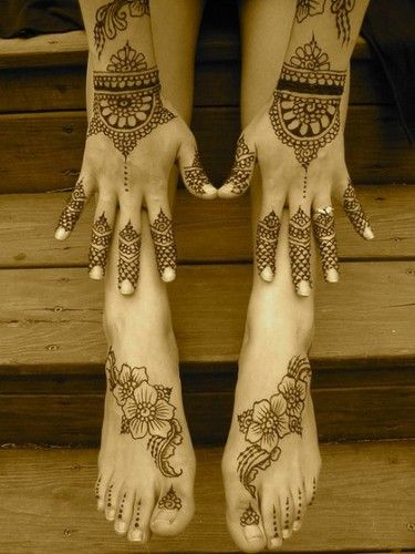 henna hands and feet