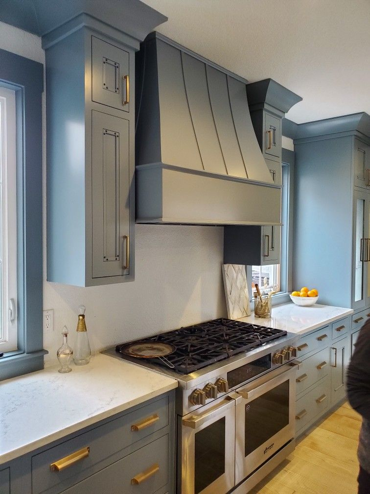 this is benjamin moore van courtland blue cabinetry kitchen rh pinterest com