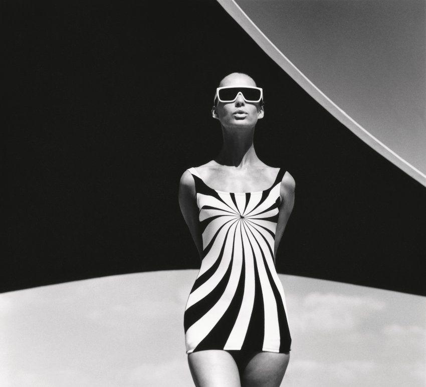 Brigitte Bauer in einem Badeanzug von Sinz, Vouliagmeni 1966.