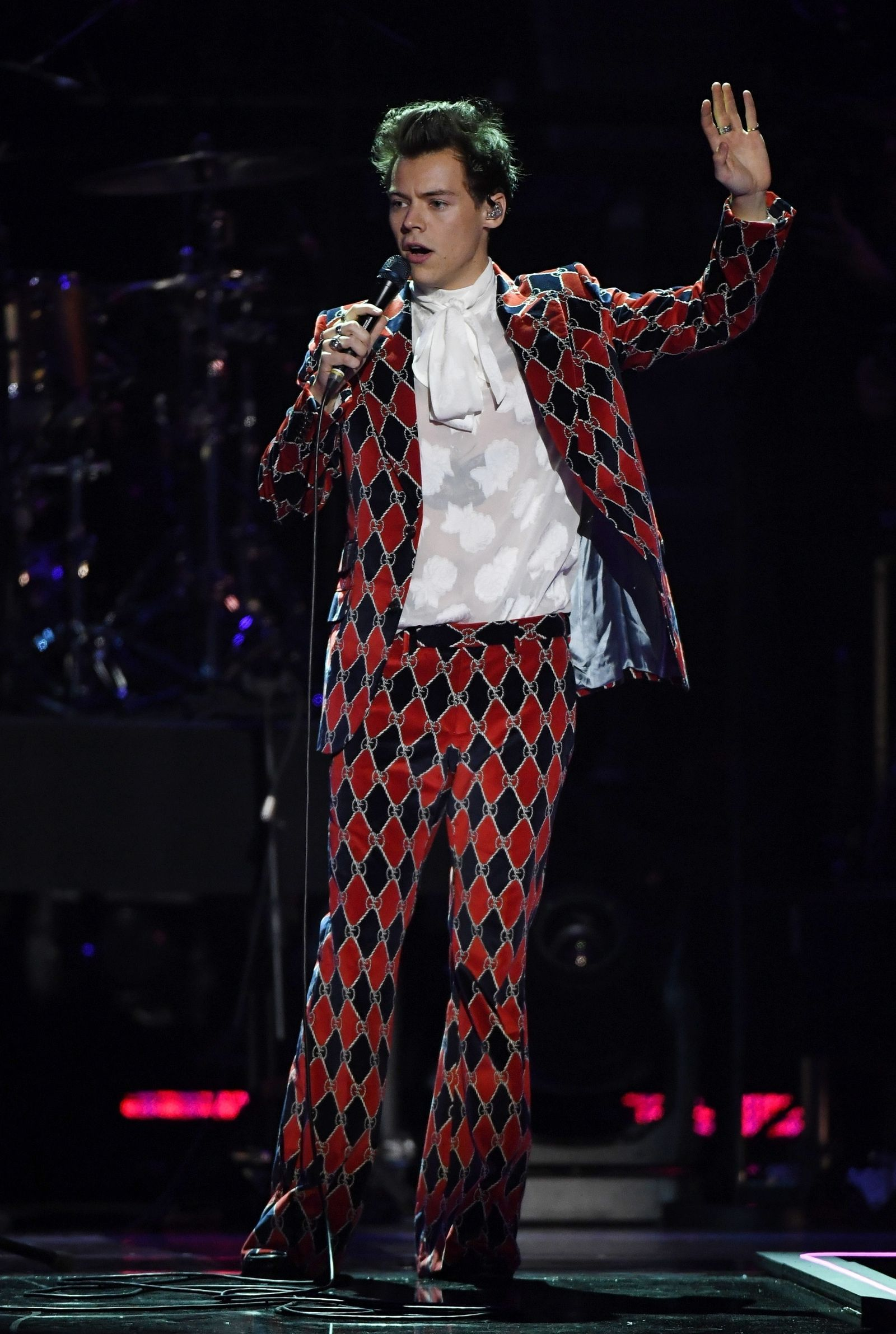 7fb5466c5f088 Harry Styles  Insane Outfit Will Make You Love Him Even More