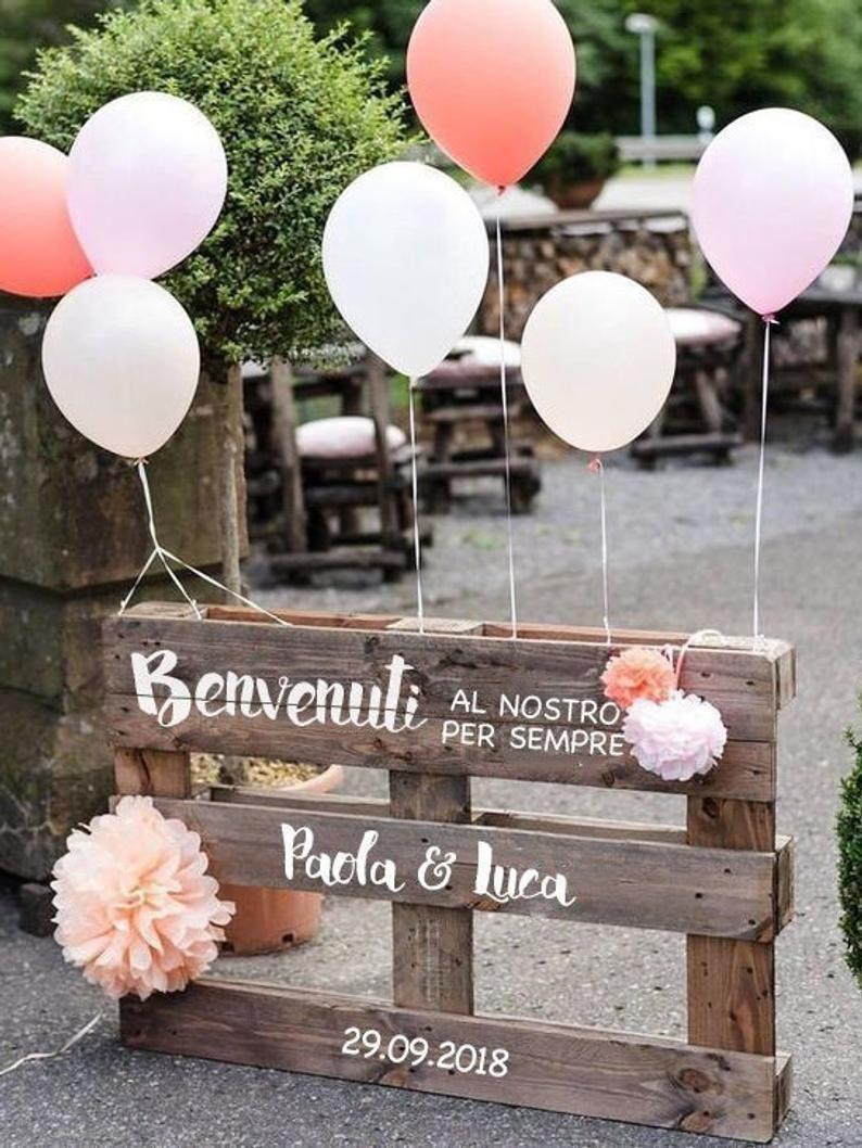 Photo of Panca decorativa con messaggio di benvenuto personalizzabile / segno di nozze su pallet rustico con scrittura calligrafica