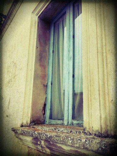 Old window / photo by Roberta Vescio