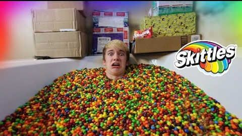 Tanner Braungardt: 1,000,000 SKITTLES BATHTUB FANMAIL OPENING! Awesome vid lol I love it