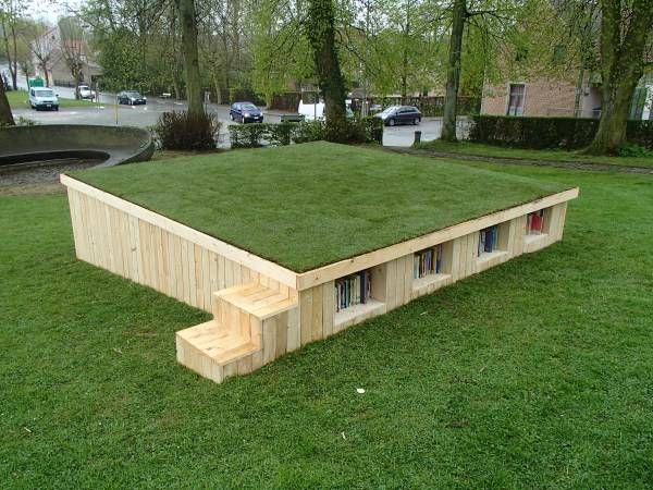 """Outside library with pallets   1001 Pallets => principe de rangement exterieur avec """"pallets"""""""