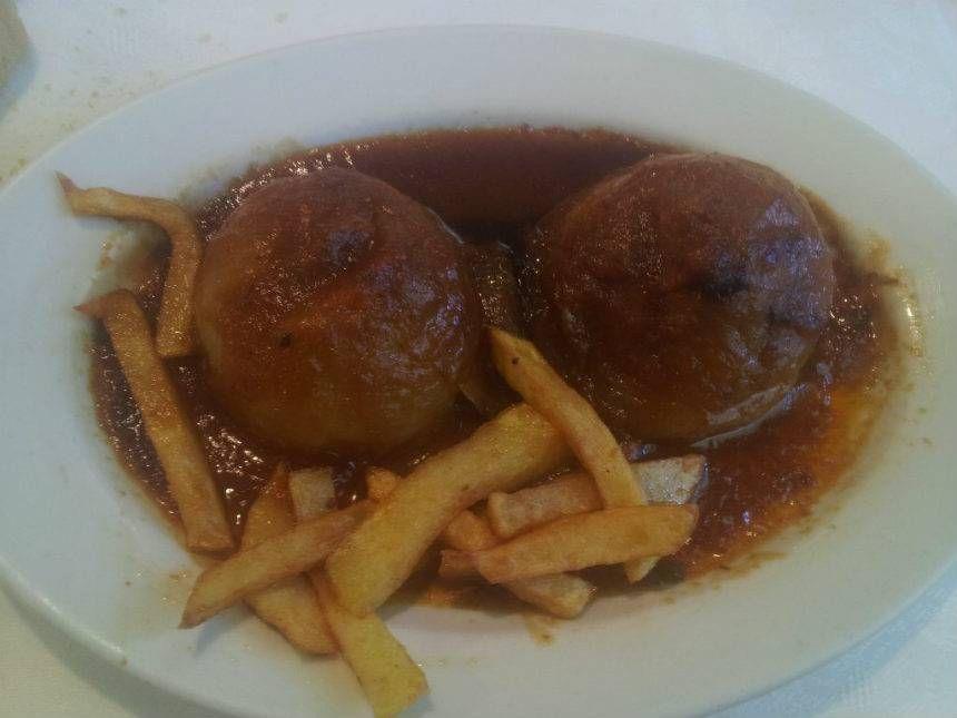 Cebollas rellenas (picadillo | bonito). Reserva online en EligeTuPlato.es