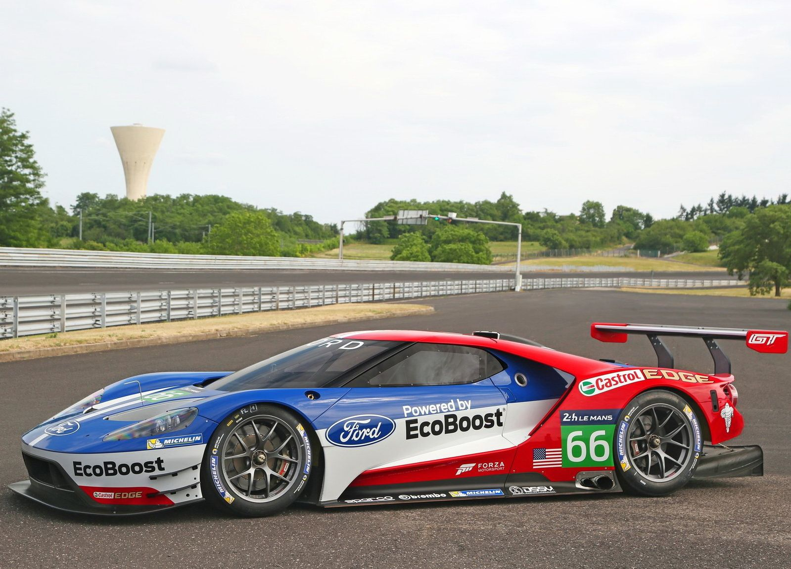 New Gt Gives Ford A Chance At Le Mans Victory Roadshow Ford Gt Le Mans Ford Gt Honda Sports Car