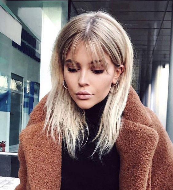 23+ Süße mittlere Frisuren für Frauen mit Pony - Samantha Fashion Life #hairstyleideas