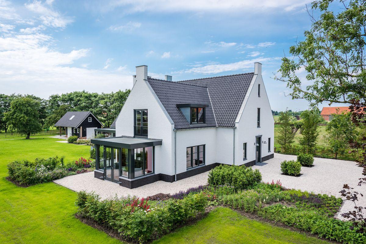 Modern landhuis gebouwd door bloemfontein belgian style for Modern landhuis