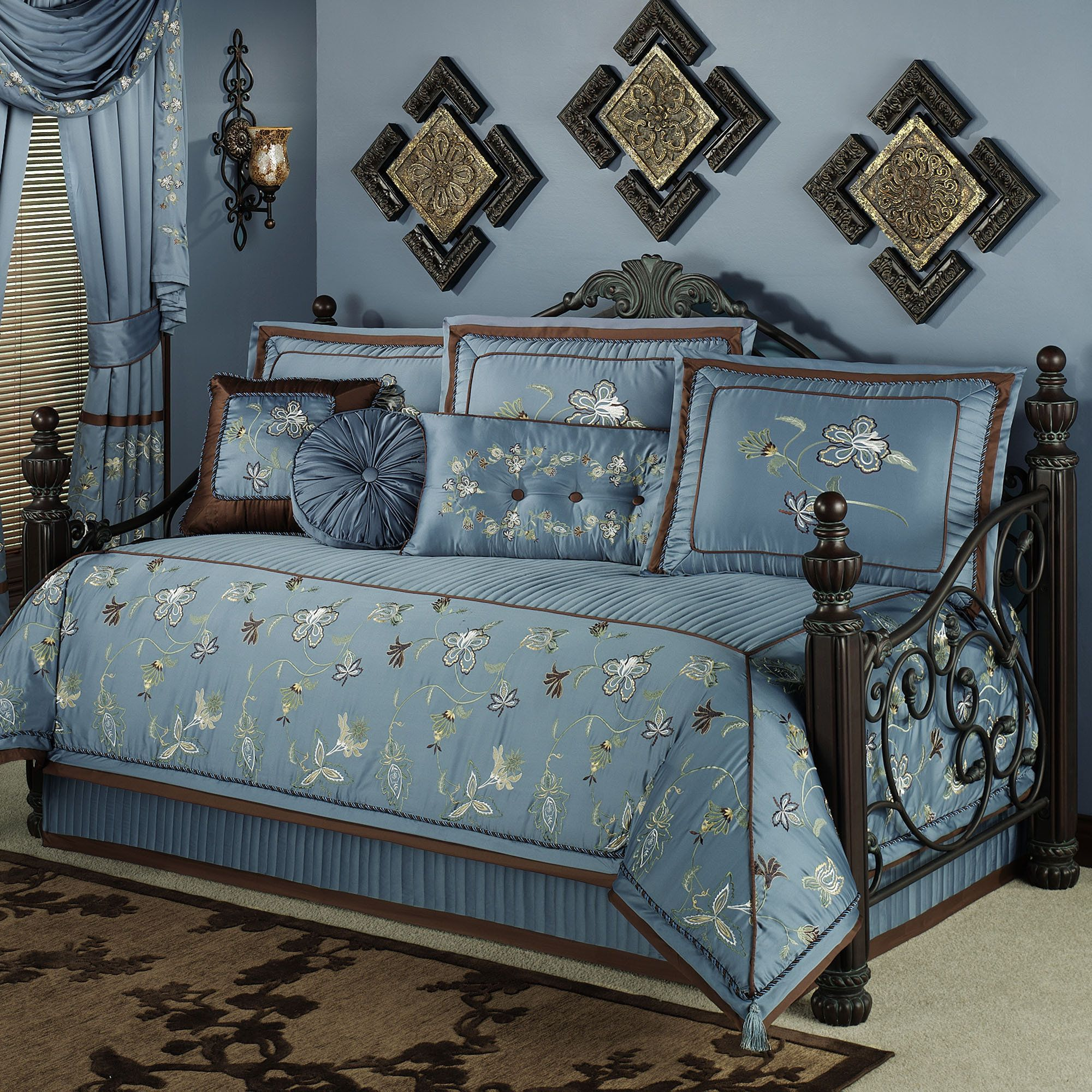 choice daybed comforter sets as decoration in