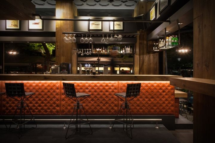 An inviting and cozy atmosphere is materialized keeping a for Interior leather bar