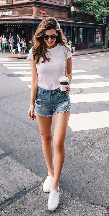 50 Astonishing Casual Outfits Ideas To Wear Everyday - Shorts outfits women, Casual style outfits, Casual summer outfits, Weekend outfit, Short outfits, Outfits for teens - When you want to dress down a little, but still want to have a smart edge, it can be tricky […]