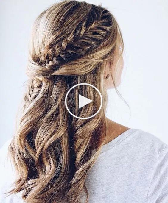 La Moitie Chignons 25 Chic Demoiselle D Honneur Coiffures Pour Cheveux Longs Bridesmaid Hair Hair Styles Braids For Long Hair