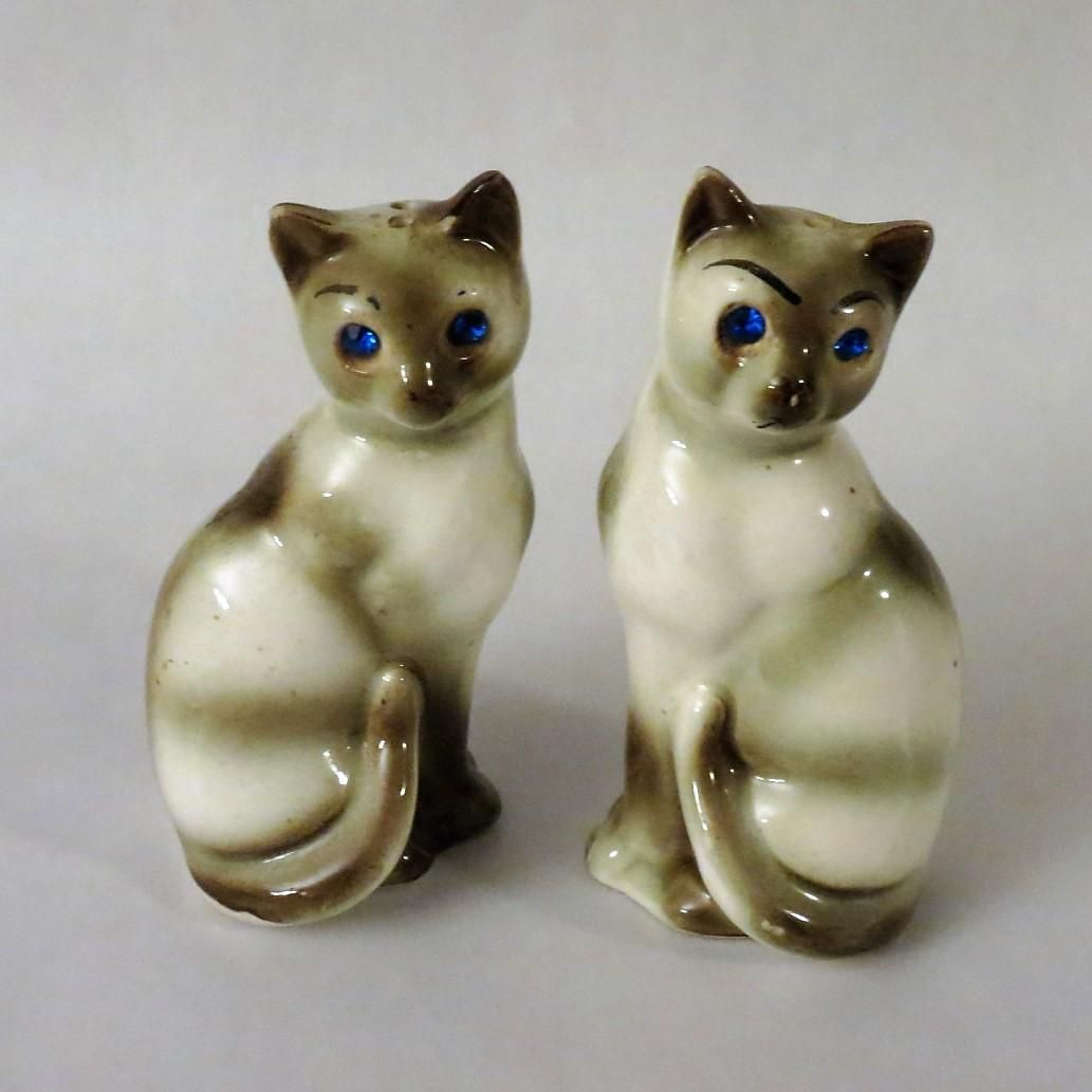 4d0322459f241 Vintage Siamese Cats with Jeweled Eyes Salt and Pepper Shakers ...
