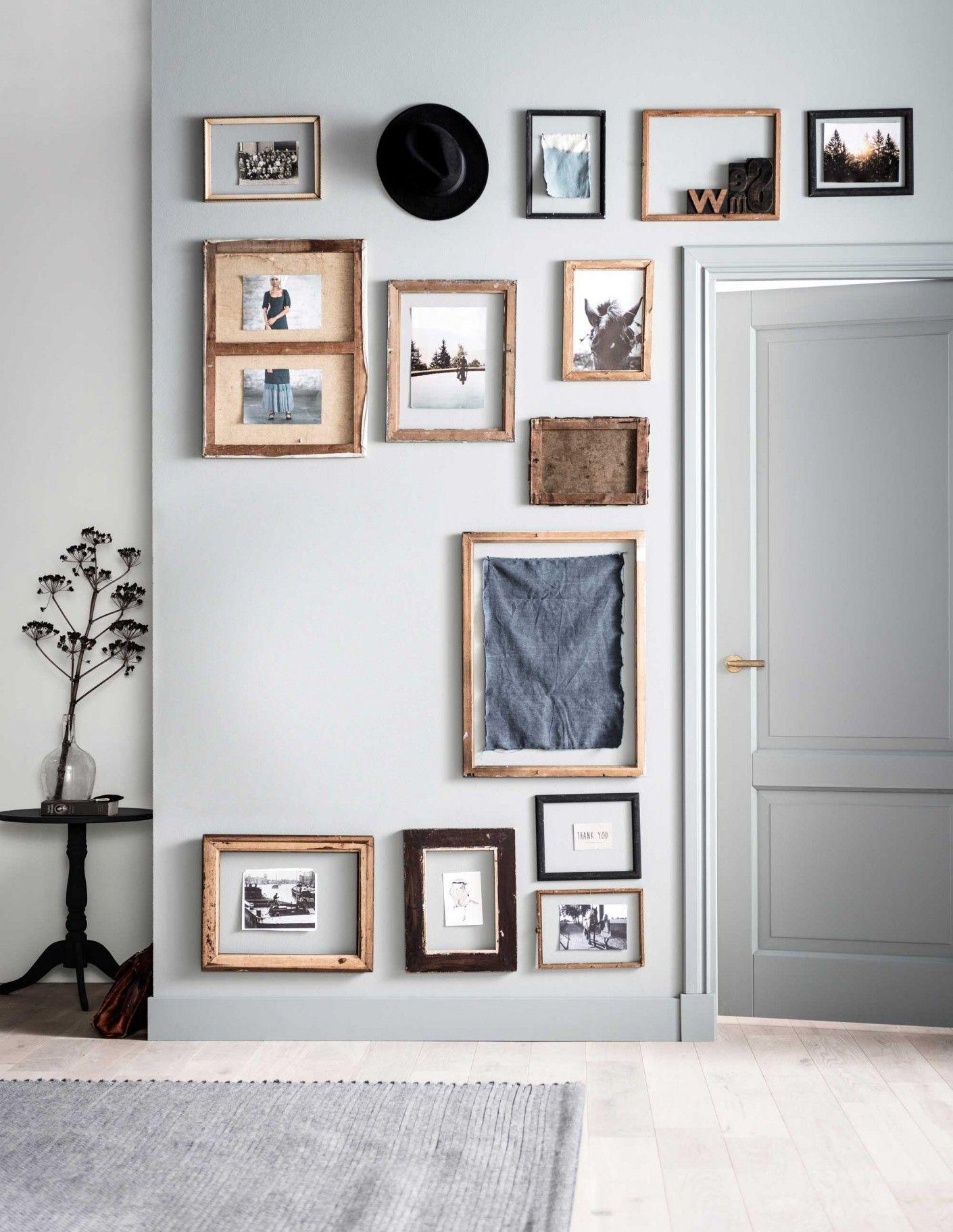 Zeegroene muur met lijstjes | Sea green wall with frames ...
