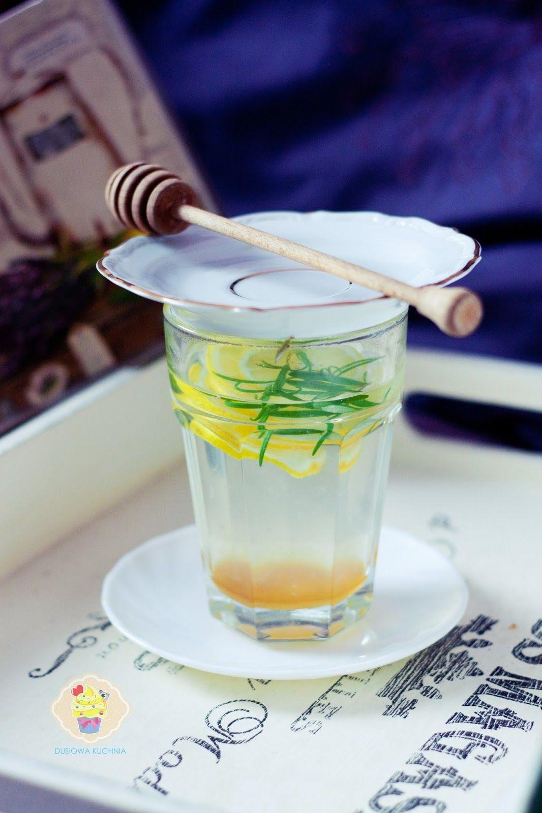 Napar z rozmarynu najlepiej stosować przy przeziębieniu, grypie, problemach z żołądkiem czy bólach reumatycznych.