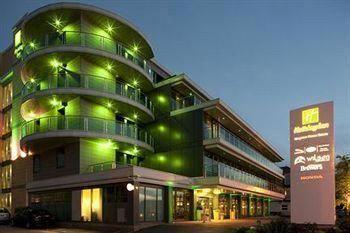 hotel holiday inn kingston south hotel london united kingdom for rh pinterest com