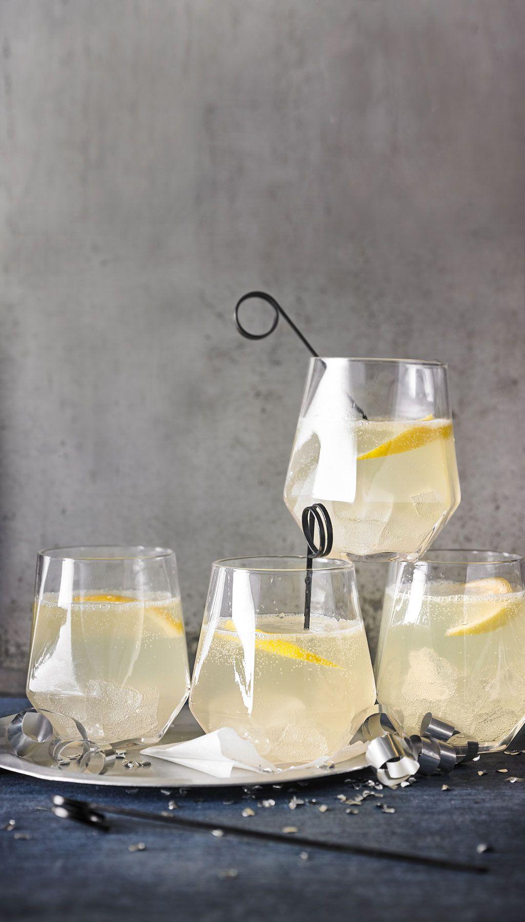 gin fizz in 2019 erfrischende drinks gin getr nke gin. Black Bedroom Furniture Sets. Home Design Ideas