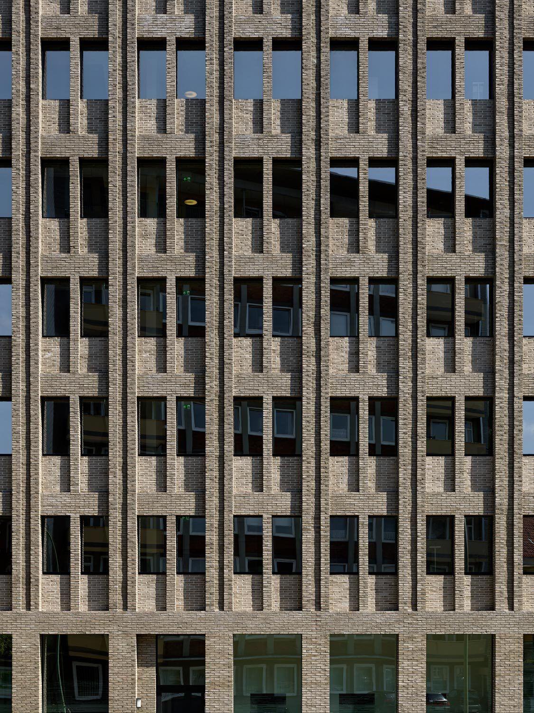 Über Max Dudlers AOK-Neubau in Bremerhaven / Träger Backstein - Architektur und Architekten - News / Meldungen / Nachrichten - BauNetz.de