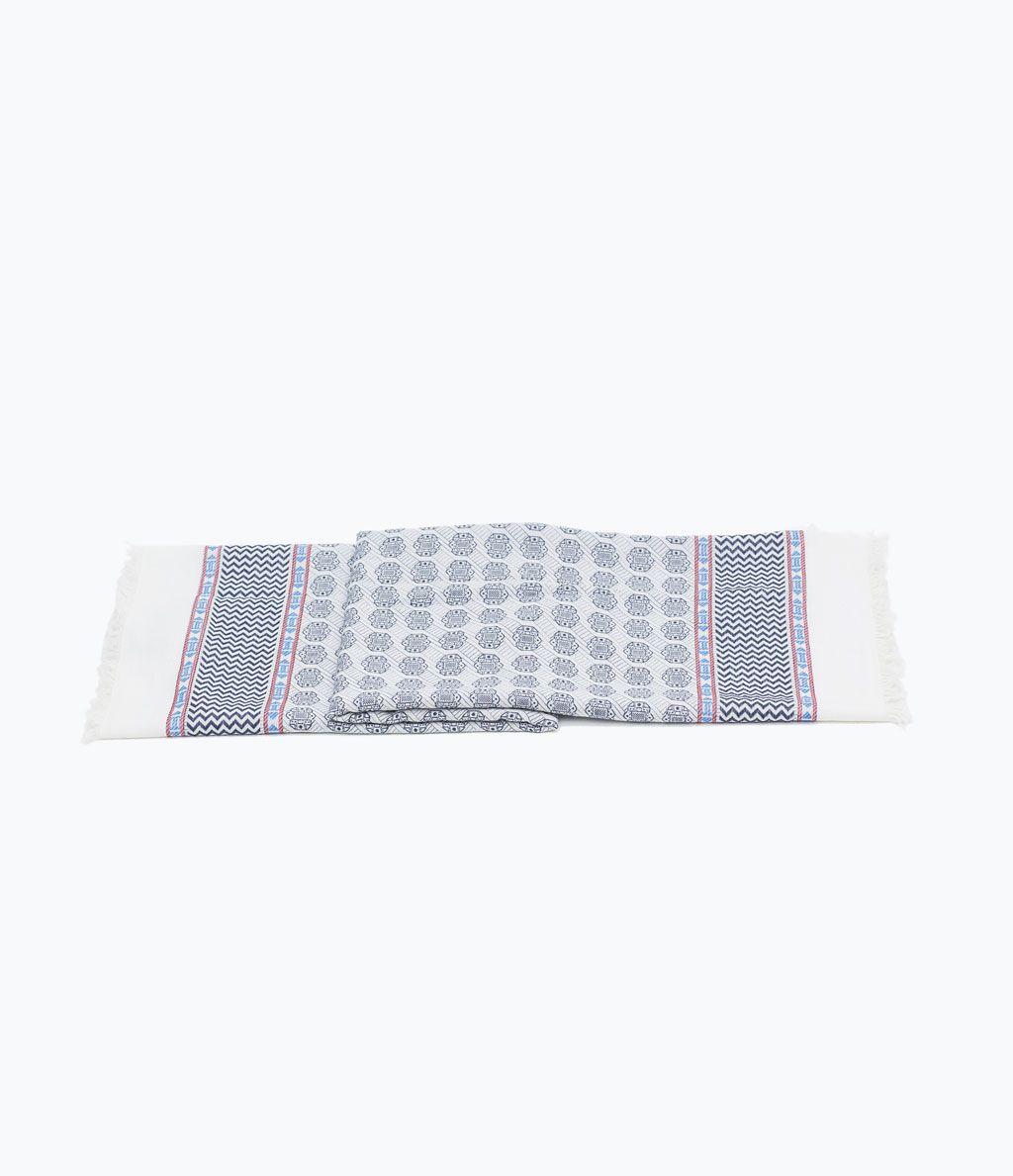 ZARA - NEW THIS WEEK - Geometric frayed scarf