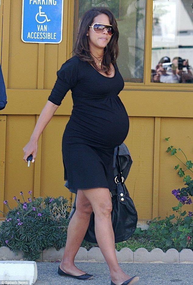 eba5f8e0edac8 skin tight pregnant dress halle berry - Google Search   pregnancy ...