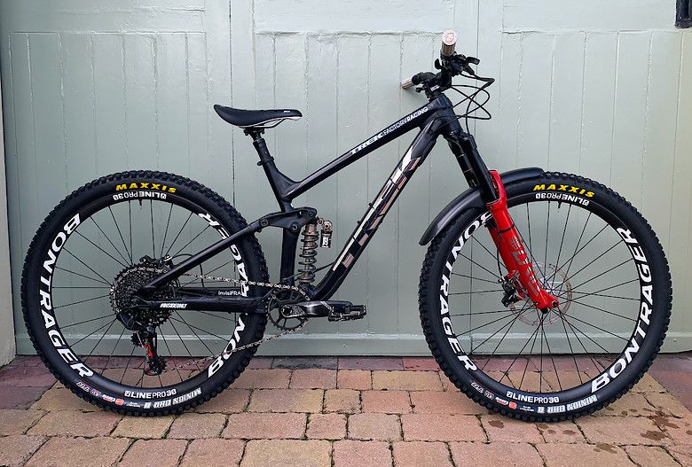 2020 Trek Slash 8 Custom Bxnlxung S Bike Check Vital Mtb In 2020 Trek Bike Mountain Biking