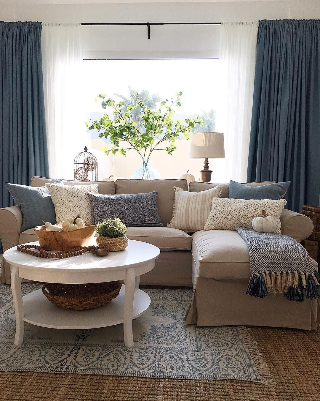 pin by michelle hawkins on living room beach house decor home rh pinterest com au