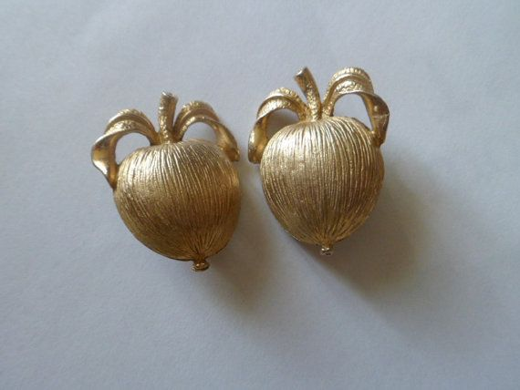 Adams Delight Sarah Coventry Vintage Goldtone by PECollectibles, $12.00