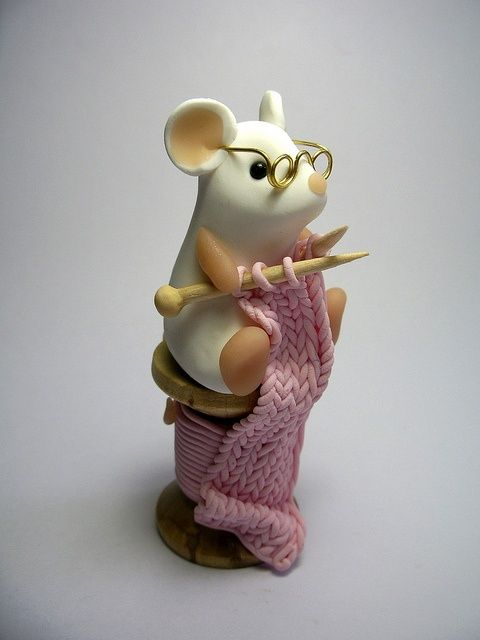 Knitting Mouse by QuernusCrafts, via Flickr: