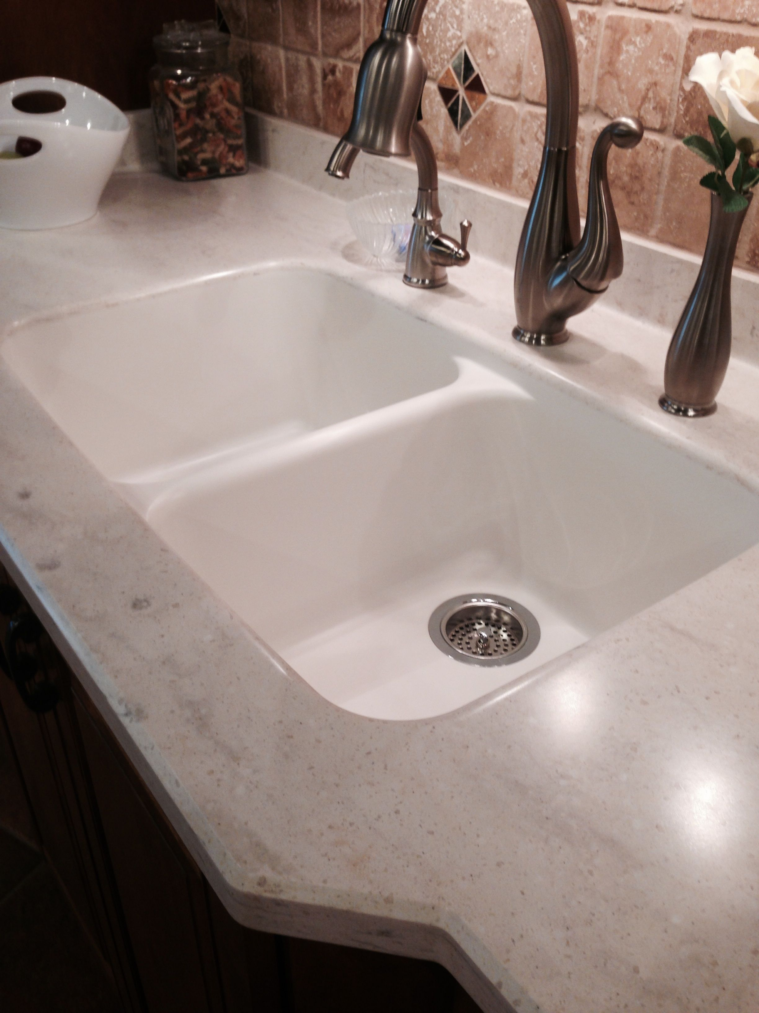 Intregal equal double bown sink coved back