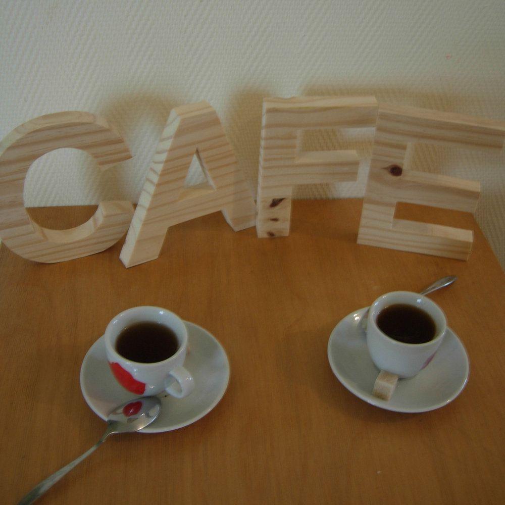 Lettres en bois à poser 15 cm Arial
