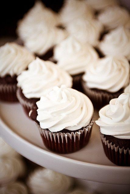 Chocolate and Vanilla Buttercream Cupcakes ♥