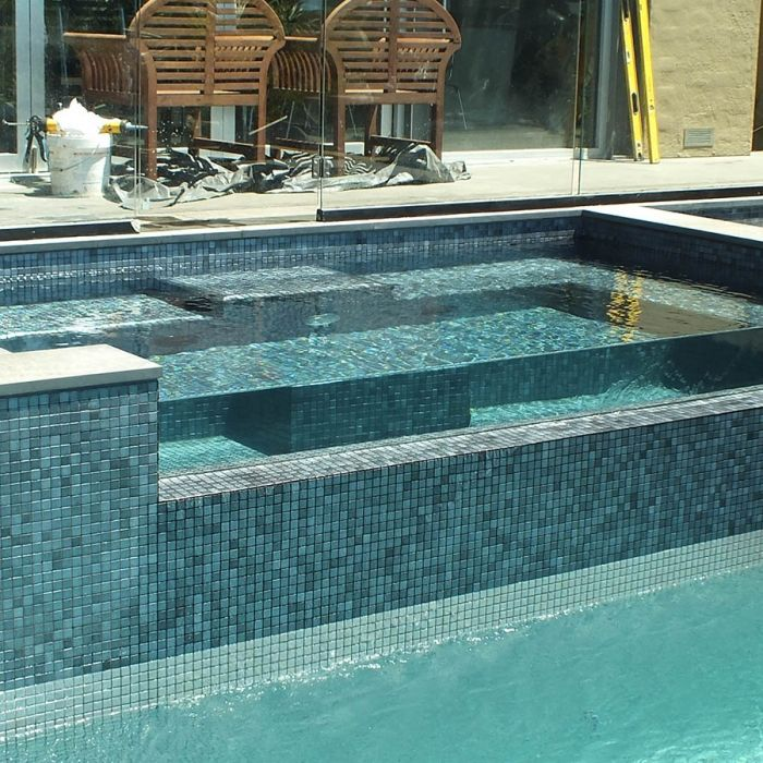 mosaique piscine en emaux de verre ezarri gris inox. Black Bedroom Furniture Sets. Home Design Ideas