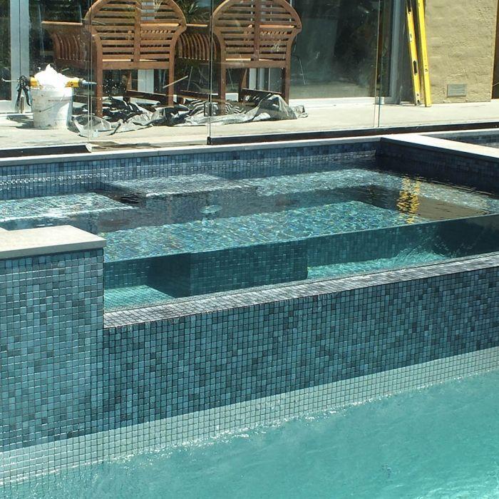 mosaique piscine en emaux de verre ezarri gris inox carrelage piscine pinterest mosaique. Black Bedroom Furniture Sets. Home Design Ideas