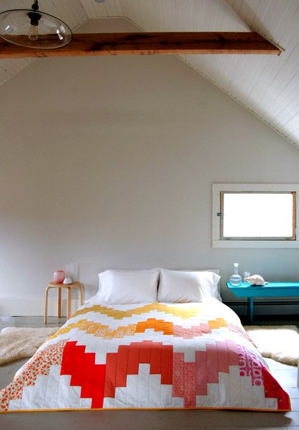 i love the vaulted ceilings, and art deco comforter