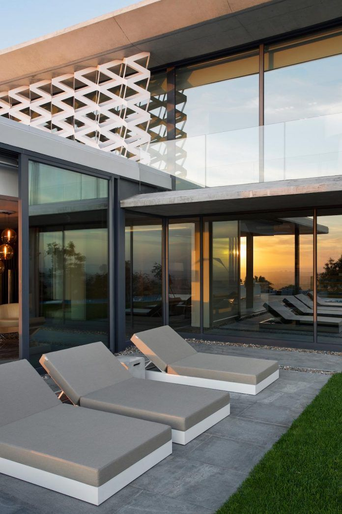 City Villa by ARRCC modernist interplay