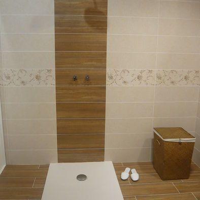 vertical accent stripe in tile shower | modern interior