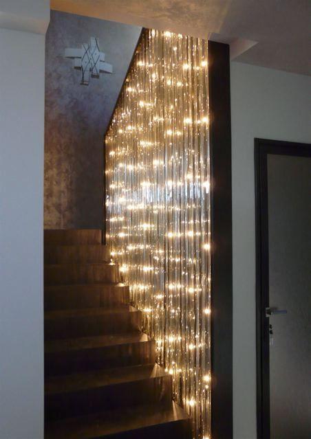 Installation D Un Lustre Ecologique Dans Une Cage D Escalier