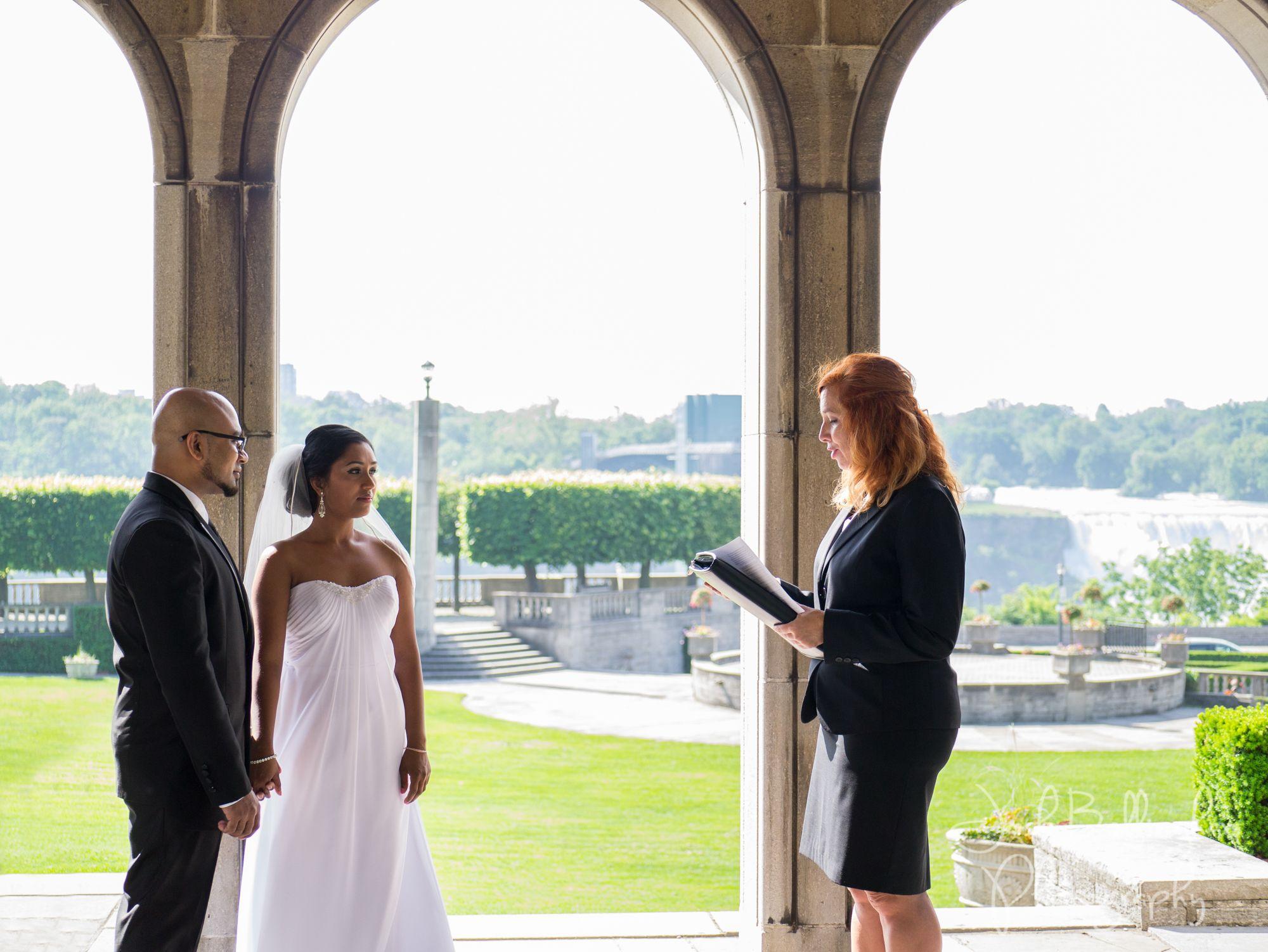 Wedding Ceremony At Niagara Falls Canada In A Pavilion Oakes Garden Theatre Gorgeous
