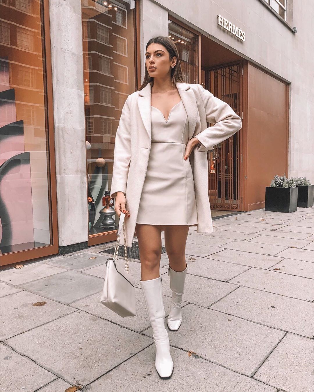 All White Outfit Autumn Style Cream Coat Knee High Boots And Leather Looking Dress Offwhite Autum White Boots Outfit Trendy Fall Outfits Cher Outfits [ 1350 x 1080 Pixel ]