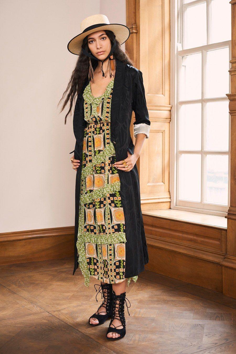 Paris Fashion Week: Chanel Spring 2020 Collection | Tom