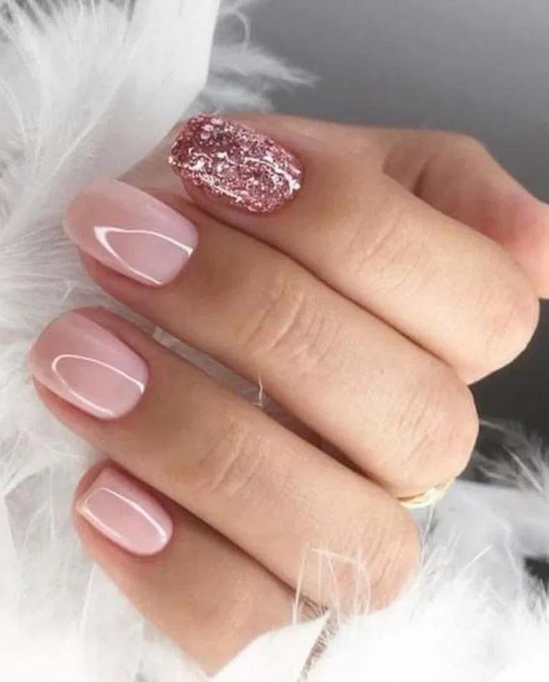 29 Chic Winter Nail Designs For Short Nails 22