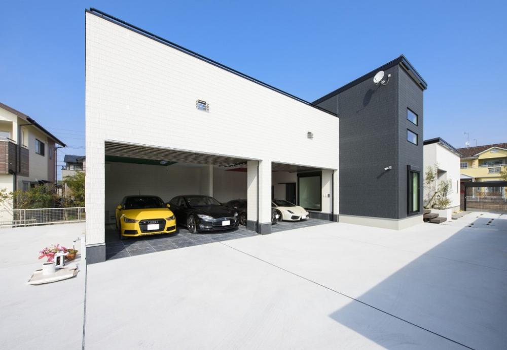 100坪を超える土地に建てた60坪の平屋は愛車4台のビルトインガレージ