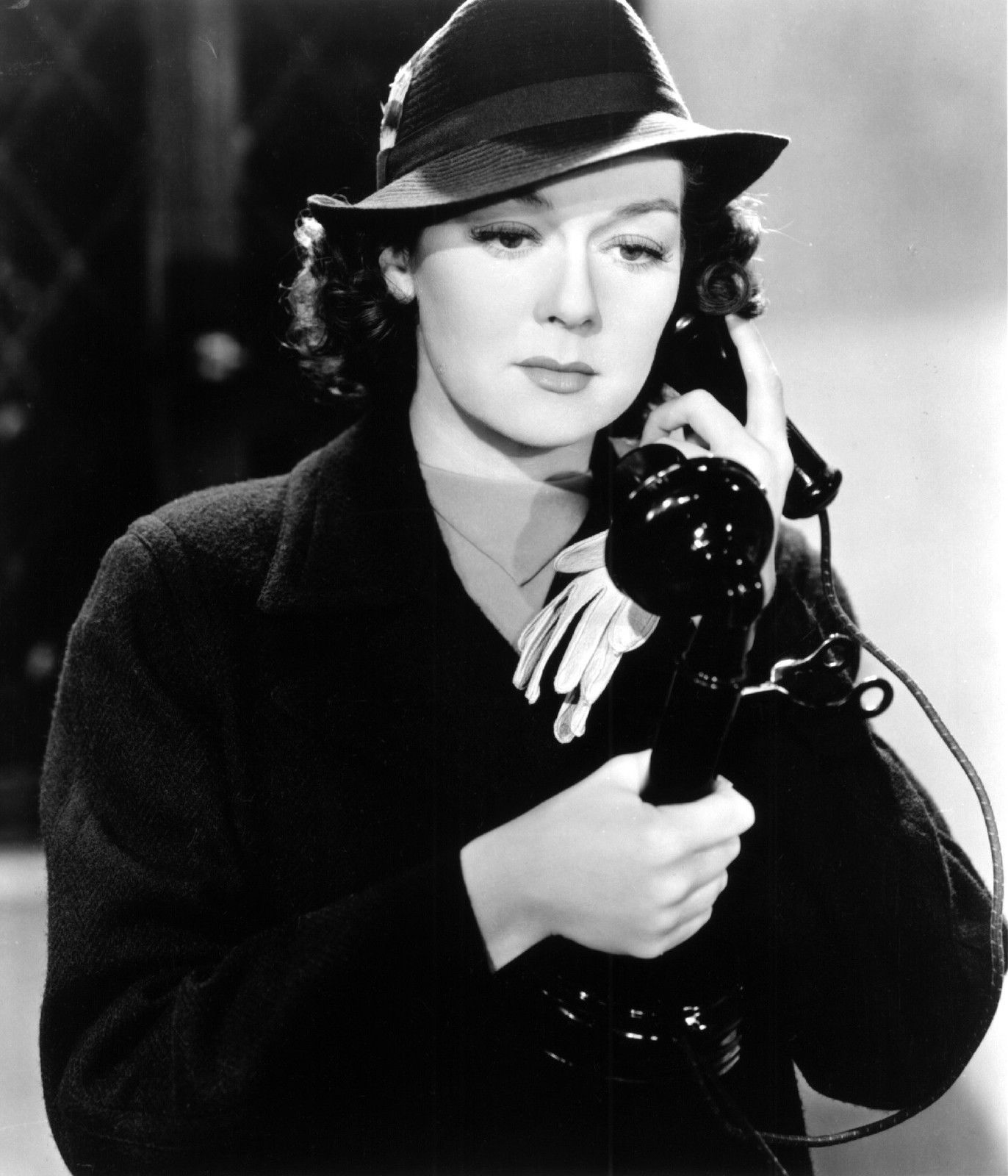 Night Must Fall Rosalind Russell 8x10 Photo D9867 Ebay Rosalind Russell 8x10 Photo Old Hollywood