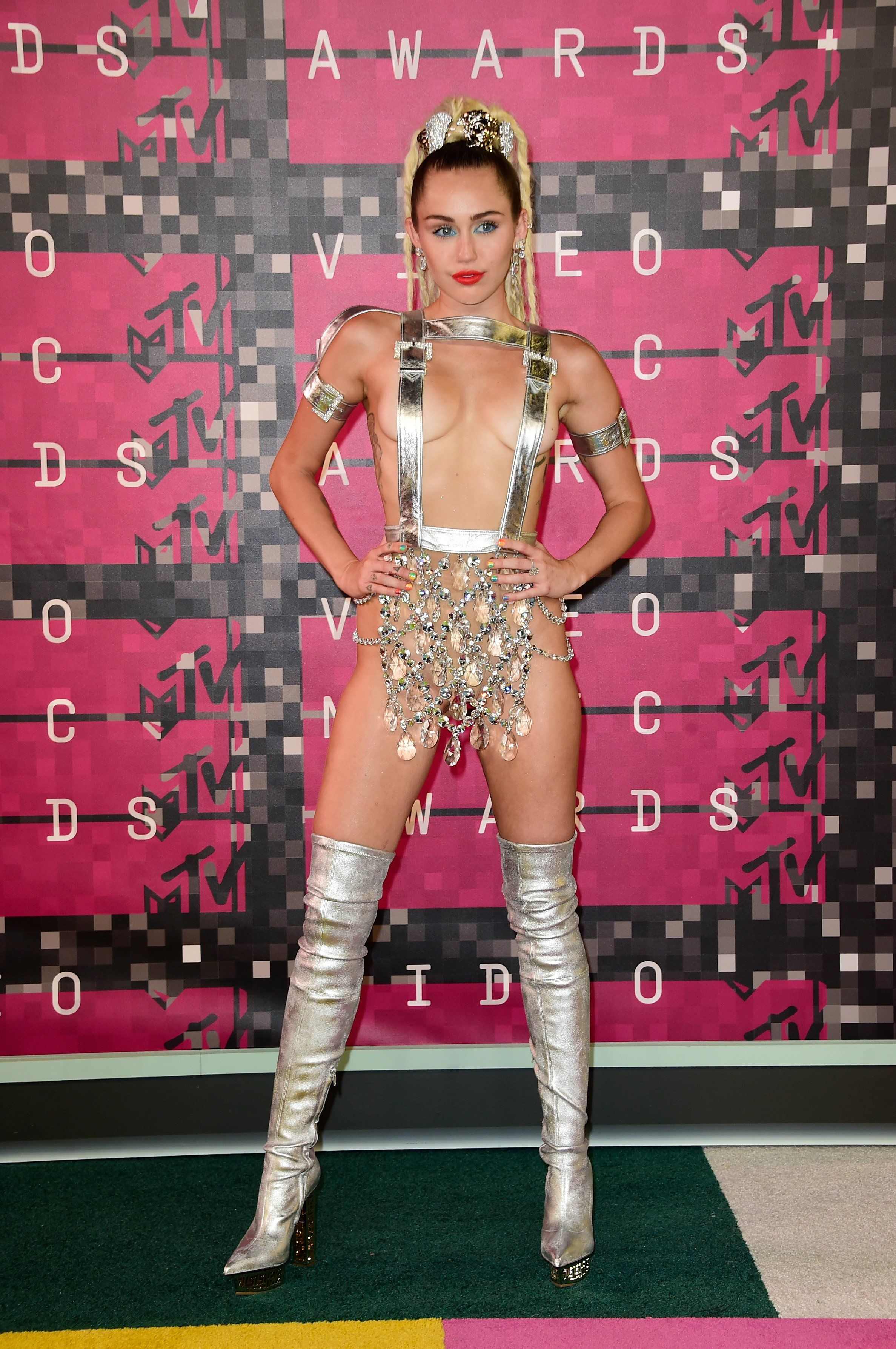 MTV VMAs: Fashion—Live from the Red Carpet